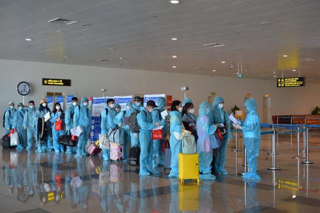 Khách nhập cảnh vào Việt Nam bằng đường hàng không gặp khó khăn gì? - 2