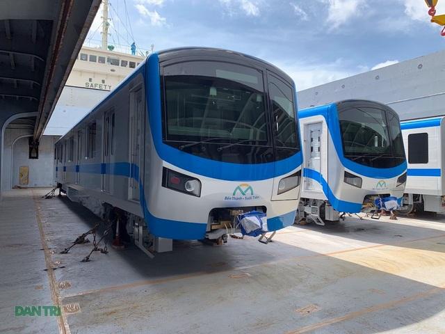 Cận cảnh đoàn tàu metro số 1 vừa cập cảng ở Sài Gòn - 7