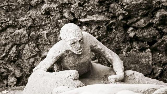 Tìm thấy bộ não thuỷ tinh hoá cực hiếm của nạn nhân thảm họa Pompeii - 1