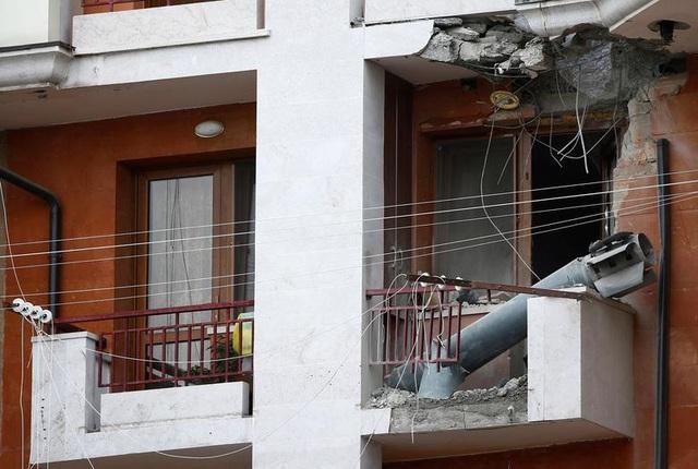 """Dân thường """"mắc kẹt"""" giữa làn đạn trong chiến sự Azerbaijan - Amernia - 4"""