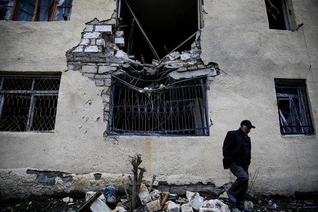 """Dân thường """"mắc kẹt"""" giữa làn đạn trong chiến sự Azerbaijan - Amernia - 5"""