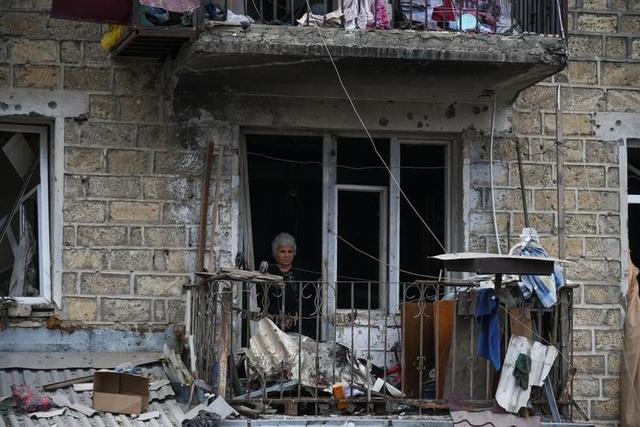 """Dân thường """"mắc kẹt"""" giữa làn đạn trong chiến sự Azerbaijan - Amernia - 12"""