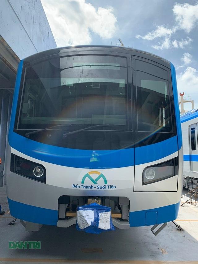 Cận cảnh đoàn tàu metro số 1 vừa cập cảng ở Sài Gòn - 8
