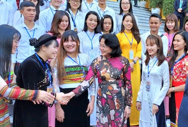 Phó Chủ tịch nước gặp các HS, SV tiêu biểu của ngành giáo dục nghề nghiệp - 1