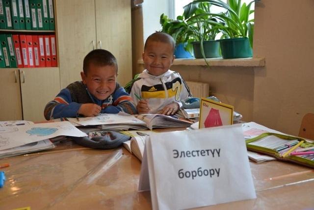 Kyrgyzstan: Phụ huynh có quyền lựa chọn hình thức giáo dục cho con - 1