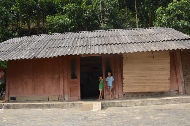Người cha ngã xuống vực nằm liệt, 2 con thơ phải nghỉ học vì gia cảnh nghèo - 6