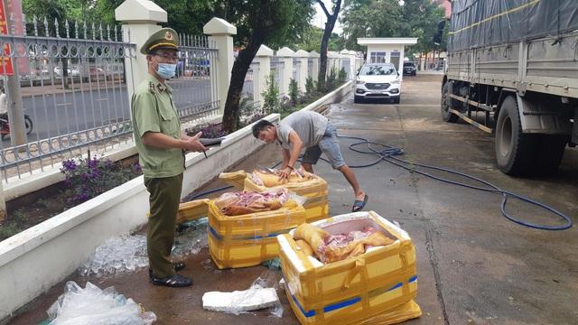 Tuồn gần 3 tạ thịt lợn thối từ Quảng Ngãi vào Đắk Lắk tiêu thụ - 1