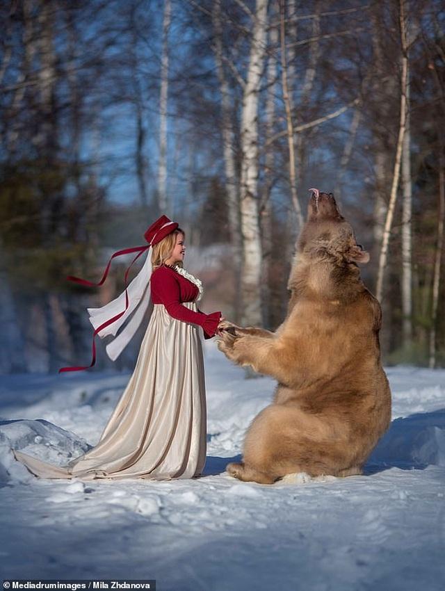 """Chú gấu mồ côi bỗng trở thành """"người mẫu ăn khách"""" - 15"""