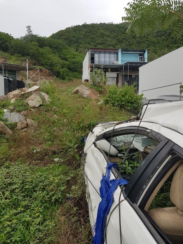 2 năm sau vụ lở núi ở Nha Trang, ô tô bị đè bẹp vẫn còn ở hiện trường - 3