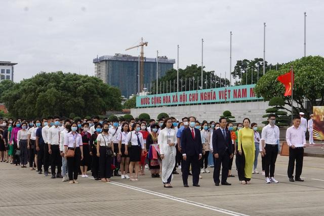130 HS, SV tiêu biểu ngành giáo dục nghề nghiệp dự Lễ báo công dâng Bác - 1