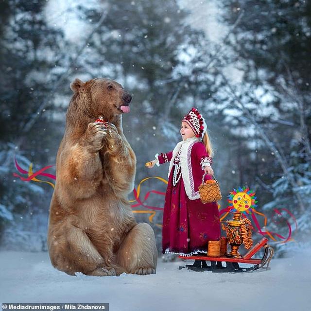 """Chú gấu mồ côi bỗng trở thành """"người mẫu ăn khách"""" - 1"""