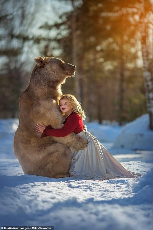 """Chú gấu mồ côi bỗng trở thành """"người mẫu ăn khách"""" - 5"""