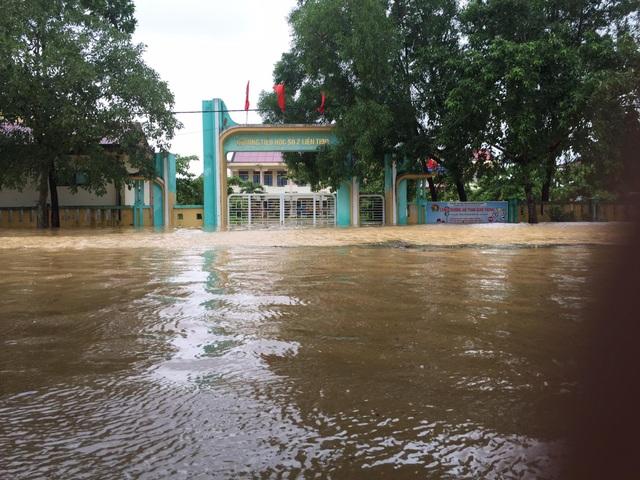 Quảng Bình: Học sinh trở lại lớp sau nhiều ngày phải tạm nghỉ vì mưa lũ - 3