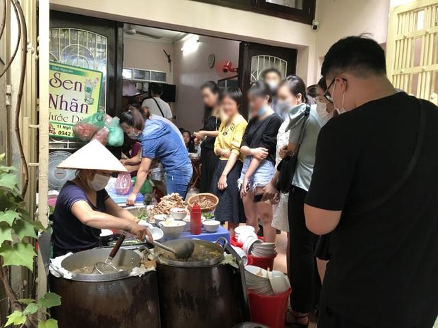 Kỳ lạ bún ngan chửi ở Hà Nội, khách chen chân xếp hàng thưởng thức - 2