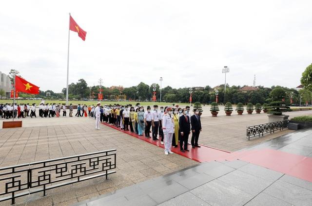130 HS, SV tiêu biểu ngành giáo dục nghề nghiệp dự Lễ báo công dâng Bác - 5