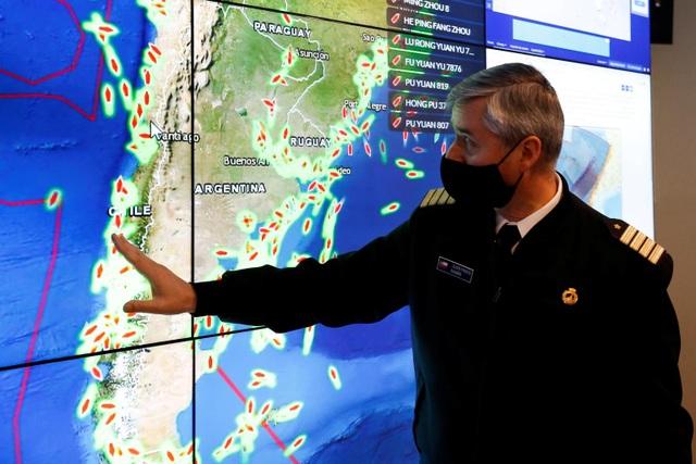 Hàng trăm tàu cá Trung Quốc càn quét bờ biển Nam Mỹ - 1
