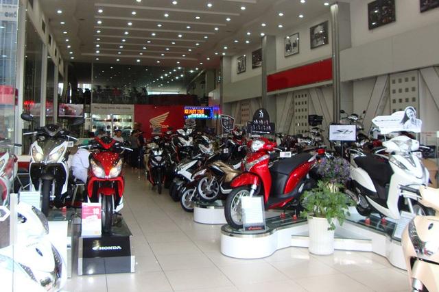 Thị trường ế ẩm, các hãng xe máy chạy đua khuyến mại để kéo khách - 1