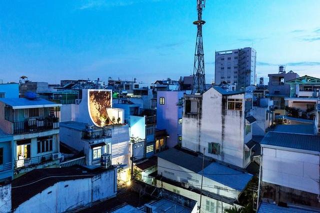 Nhà ở Sài Gòn có mái cong vút, nơi có thể tiếp khách cả ngày không chán - 1
