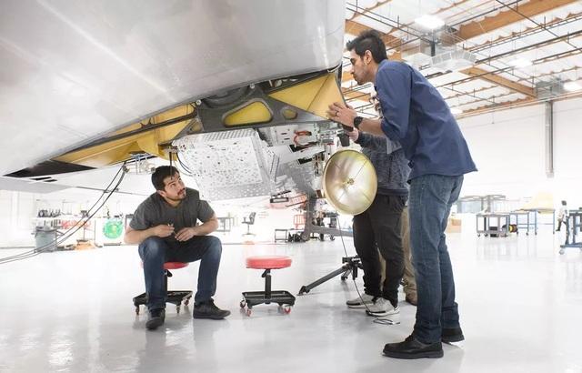 Cận cảnh chiếc máy bay không người lái giúp phủ sóng Internet của Google - 5