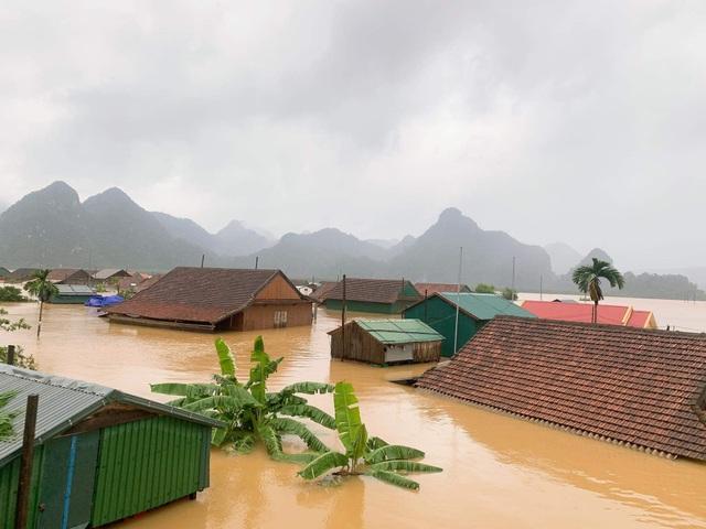 Lũ dâng tận nóc nhà, nhiều làng mạc chìm sâu trong nước - 8