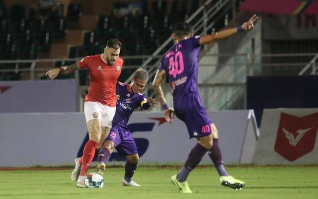 CLB TPHCM hụt hơi, Sài Gòn FC đua vô địch với CLB Hà Nội và Viettel - 2