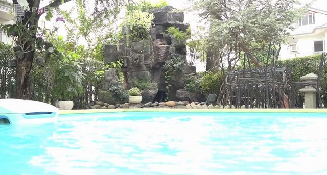 Độc đáo biệt thự hoàng gia có hồ cá ở phòng ăn của Hồ Quỳnh Hương - 3