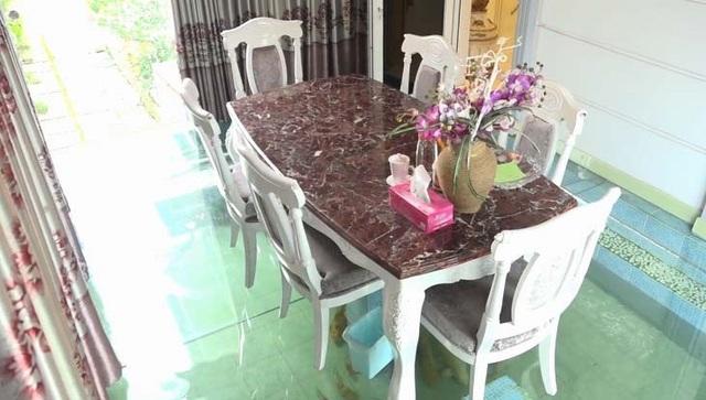 Độc đáo biệt thự hoàng gia có hồ cá ở phòng ăn của Hồ Quỳnh Hương - 6