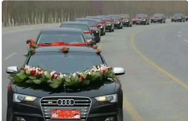 Chú rể thót tim khi người yêu cũ lái xe sang, gây chú ý ở đám cưới - 1