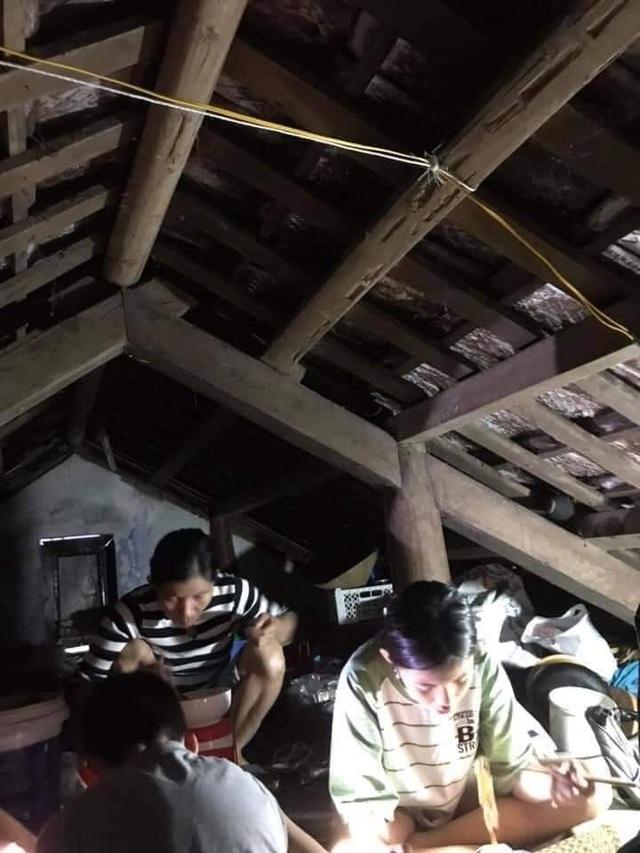 Người dân trú trên gác mái, cho lợn lên giường tránh lũ - 3