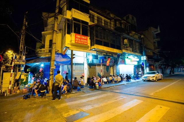 Quán phở kỳ lạ ở Hà Nội: Chỉ mở lúc 3 giờ sáng, khách xếp hàng như bao cấp - 2
