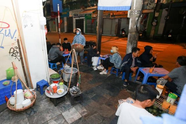 Quán phở kỳ lạ ở Hà Nội: Chỉ mở lúc 3 giờ sáng, khách xếp hàng như bao cấp - 3