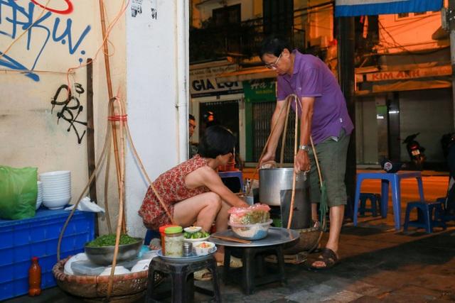 Quán phở kỳ lạ ở Hà Nội: Chỉ mở lúc 3 giờ sáng, khách xếp hàng như bao cấp - 4