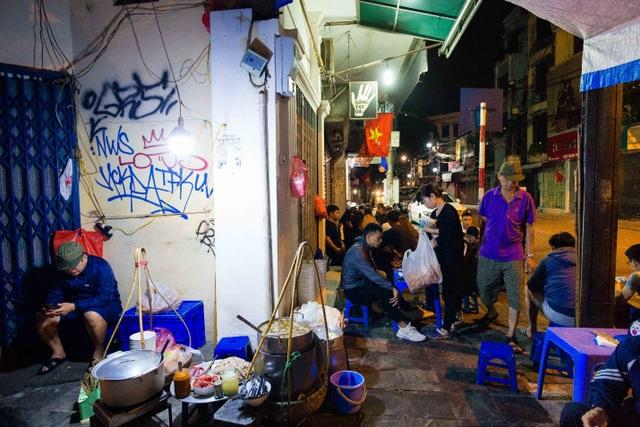 Quán phở kỳ lạ ở Hà Nội: Chỉ mở lúc 3 giờ sáng, khách xếp hàng như bao cấp - 7