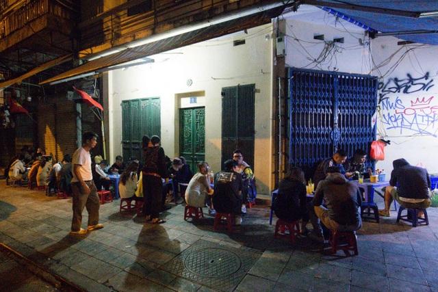 Quán phở kỳ lạ ở Hà Nội: Chỉ mở lúc 3 giờ sáng, khách xếp hàng như bao cấp - 8