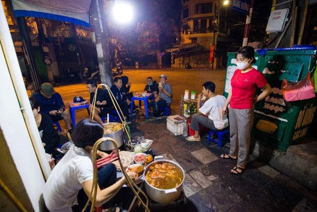 Quán phở kỳ lạ ở Hà Nội: Chỉ mở lúc 3 giờ sáng, khách xếp hàng như bao cấp - 9