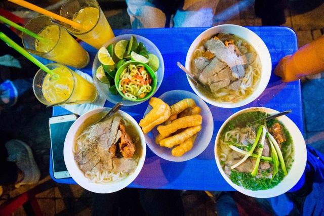 Quán phở kỳ lạ ở Hà Nội: Chỉ mở lúc 3 giờ sáng, khách xếp hàng như bao cấp - 10