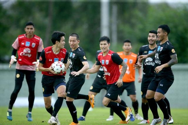 HLV Nishino muốn các tân binh tuyển Thái Lan chơi theo phong cách Nhật - 4