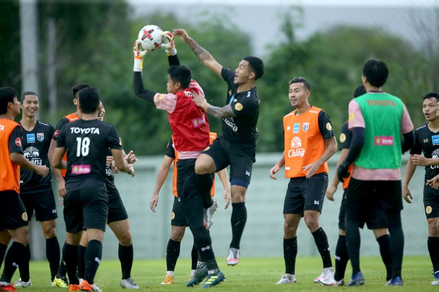 HLV Nishino muốn các tân binh tuyển Thái Lan chơi theo phong cách Nhật - 3