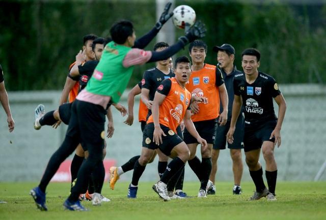 HLV Nishino muốn các tân binh tuyển Thái Lan chơi theo phong cách Nhật - 5