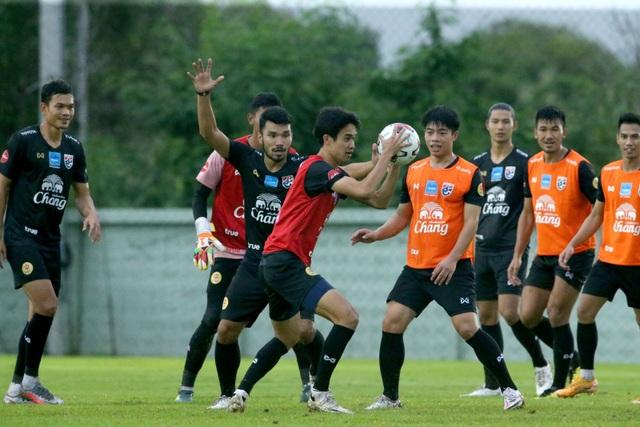 HLV Nishino muốn các tân binh tuyển Thái Lan chơi theo phong cách Nhật - 2