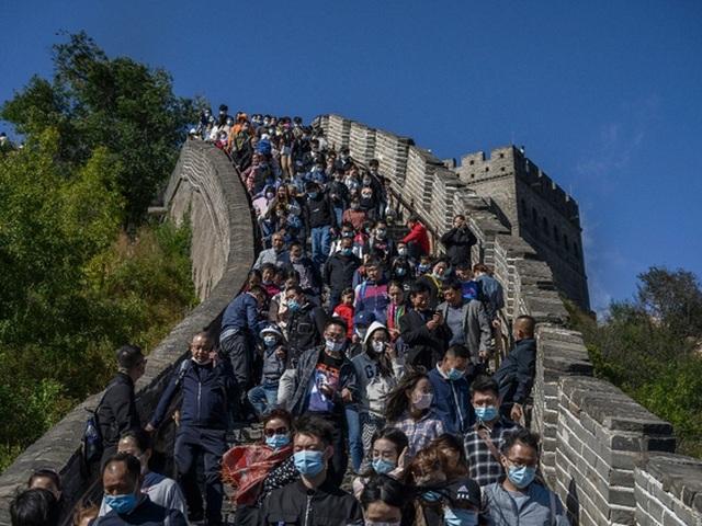 Vạn Lý Trường Thành oằn mình đỡ biển người Trung Quốc đi du lịch - 1