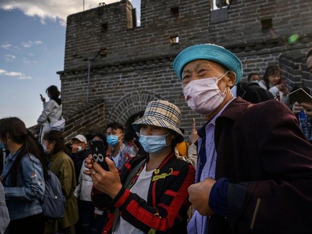 Vạn Lý Trường Thành oằn mình đỡ biển người Trung Quốc đi du lịch - 2