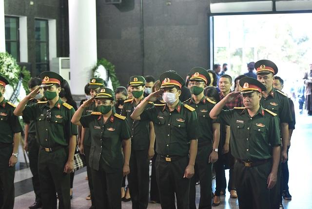 Bố NSƯT Tuấn Phương khóc nghẹn trong tang lễ con trai - 3