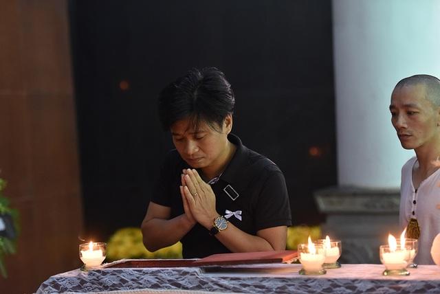 Bố NSƯT Tuấn Phương khóc nghẹn trong tang lễ con trai - 4