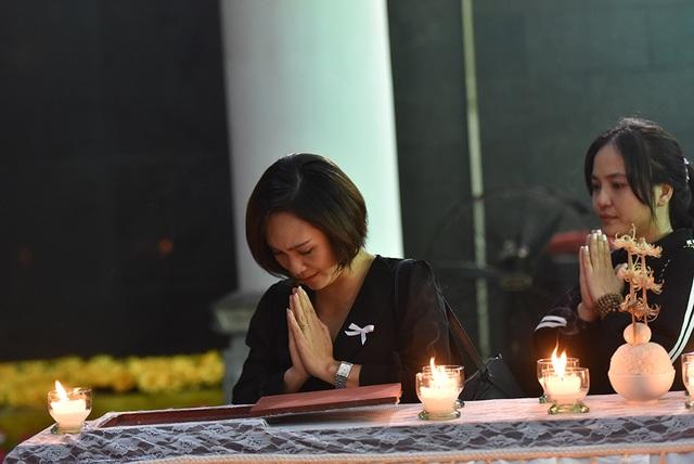 Bố NSƯT Tuấn Phương khóc nghẹn trong tang lễ con trai - 6