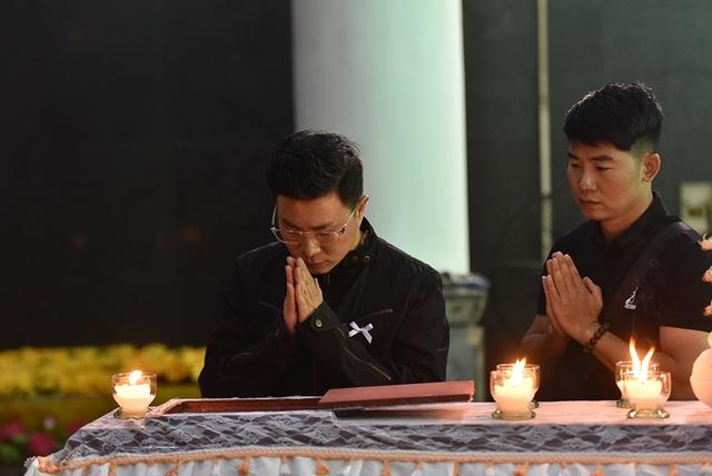 Bố NSƯT Tuấn Phương khóc nghẹn trong tang lễ con trai - 7