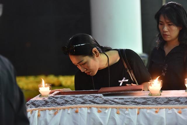 Bố NSƯT Tuấn Phương khóc nghẹn trong tang lễ con trai - 8