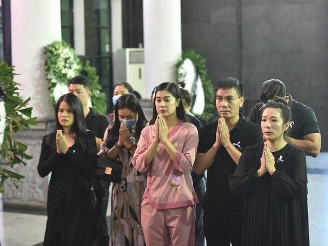 Bố NSƯT Tuấn Phương khóc nghẹn trong tang lễ con trai - 11