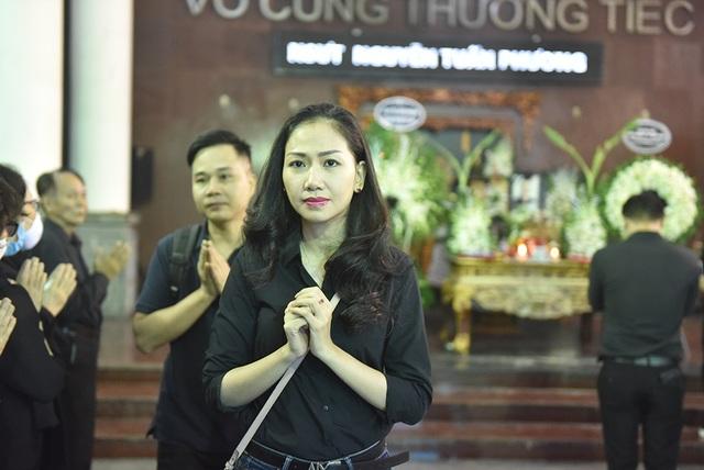 Bố NSƯT Tuấn Phương khóc nghẹn trong tang lễ con trai - 13