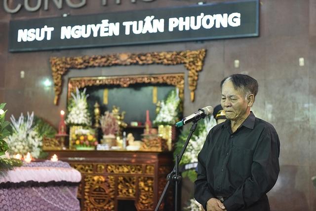 Bố NSƯT Tuấn Phương khóc nghẹn trong tang lễ con trai - 9